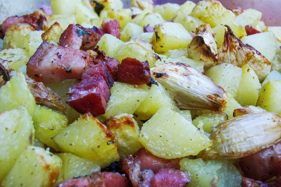 Besser als Pommes Frites: Kartoffeln mit Salbei, Speck und Knoblauch